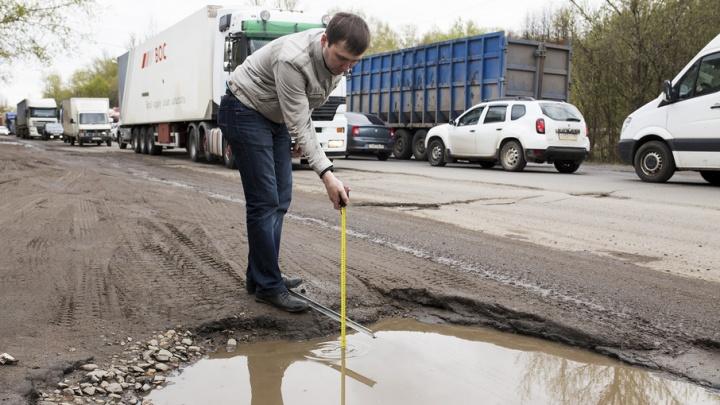 Самая большая яма в городе создала «вечную» пробку на окружной дороге