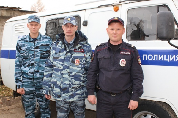 Владимир Стец, Антон Четин и Павел Епин увидели огонь во время патрулирования улицы