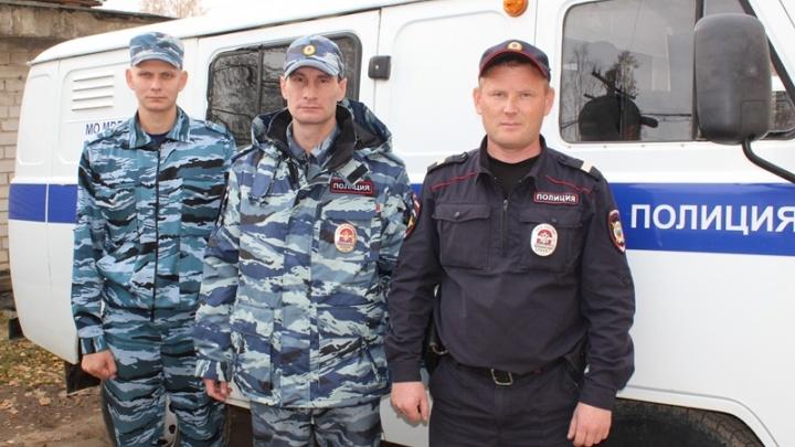Полицейские из Кудымкара спасли из горящего дома дедушку и его внуков