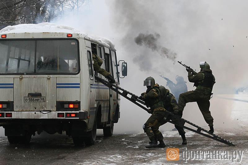 Задержание преступников на угнанном автобусе