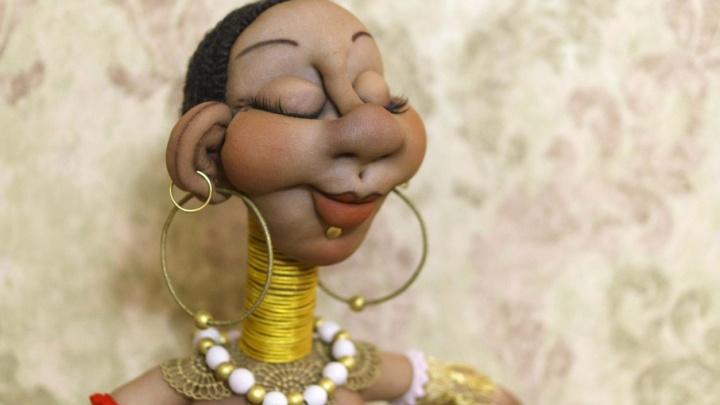 Колготки и активированный уголь в кастрюле: зачем архангельская кукольница готовит странные «блюда»