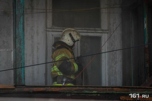 Пожар тушили 16 человек