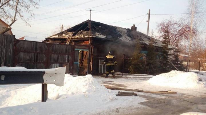 На улице Инженерной из-за короткого замыкания электропроводки загорелась крыша дома