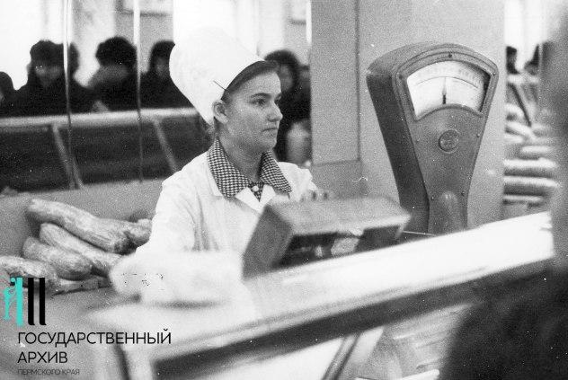 Продавец колбасного отдела Центрального гастронома, 1972 год