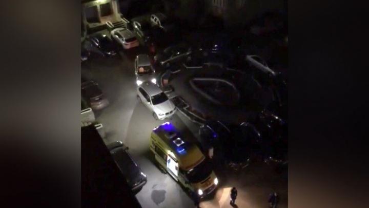 «Проснулись от криков о помощи»: ночью в Тюмени загорелась квартира на Свердлова