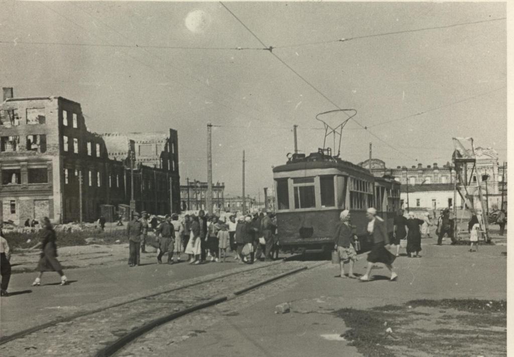 Восстанавливать трамвай начали сразу после окончания Сталинградской битвы