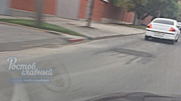 Дорожники Ростова заасфальтировали глубокую яму на Плиева
