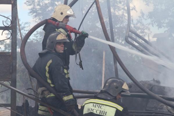 С огнем боролись восемь человек личного состава и две единицы техники