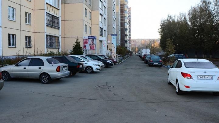 Уволокли из-под окон: в Челябинске эвакуируют машины из дворов
