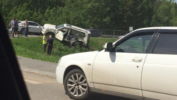 ДТП под Тюменью: водитель грузовика отправил в кювет внедорожник