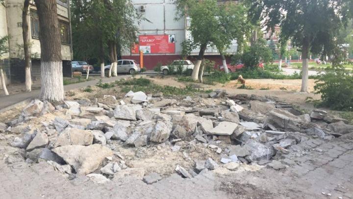 В Волгограде после сноса киосков остаются мусор и острая арматура