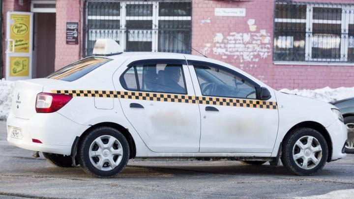 В Ярославле пассажир такси сломал нос водителю