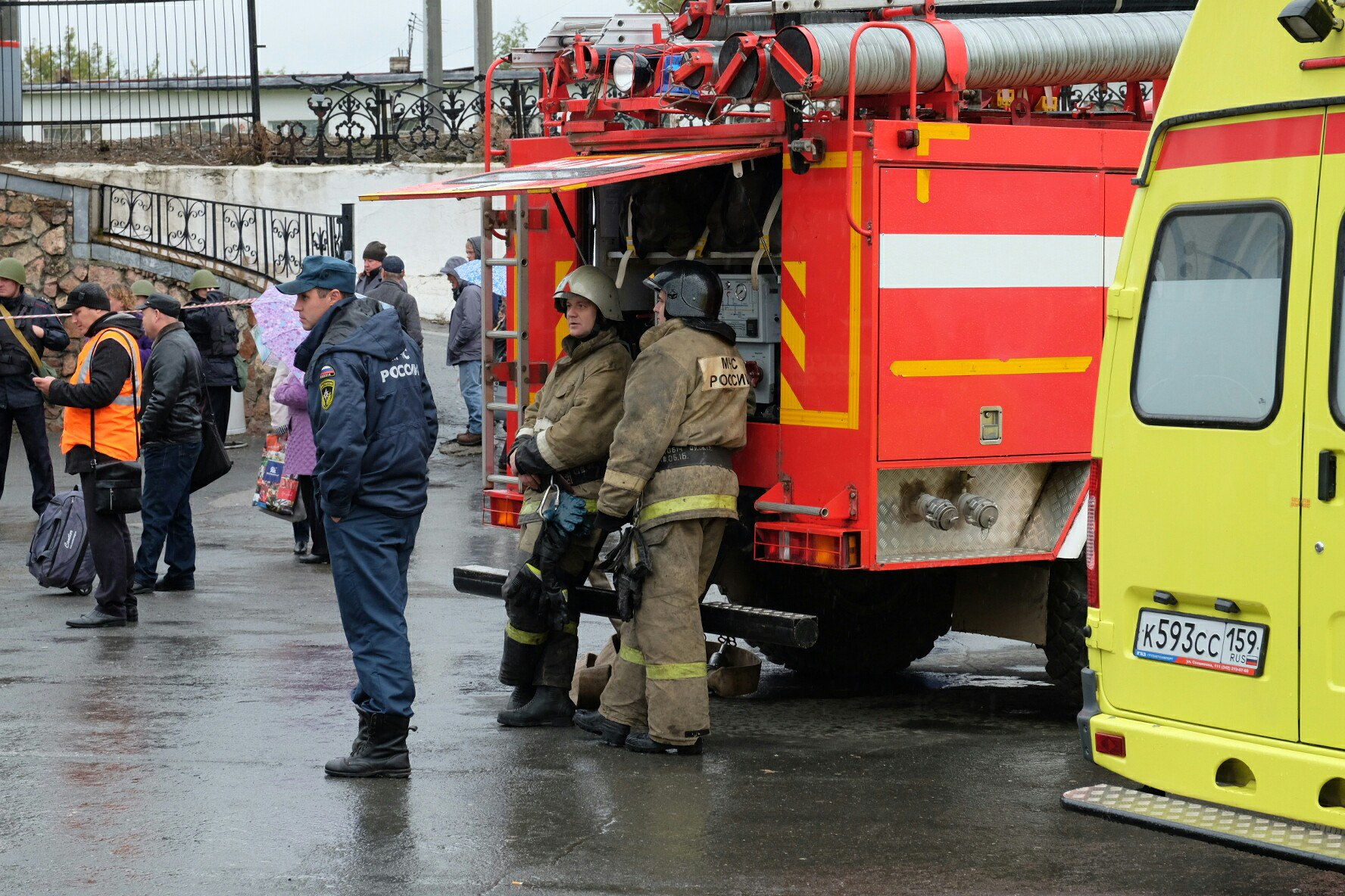 На вокзале до сих пор дежурят спасатели