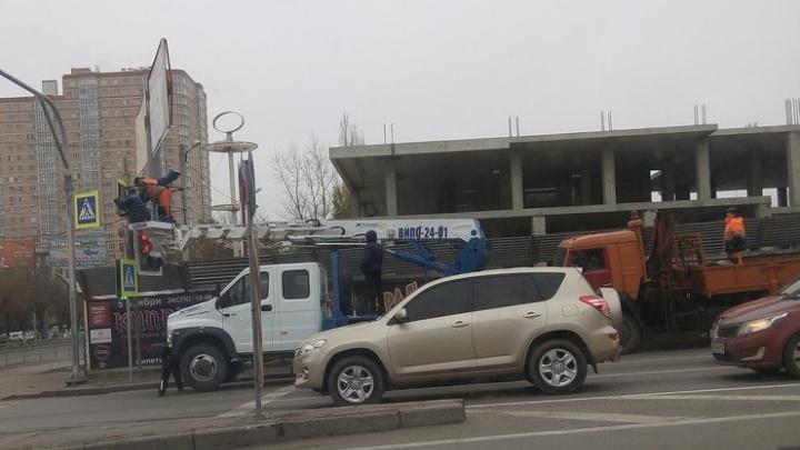 Смена светофора на Второй Продольной стала причиной пробок в Волгограде