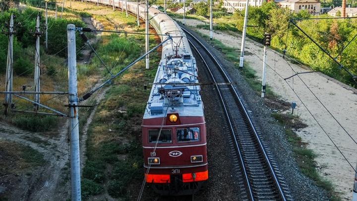В Ростовской области под поезд попала пожилая женщина
