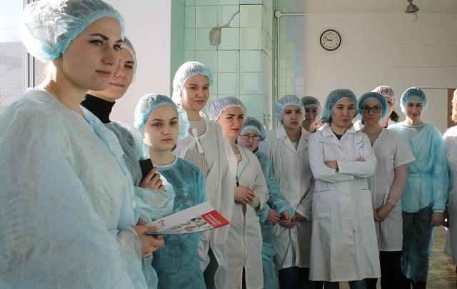 Студентам провели экскурсию по станции переливания крови