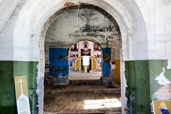 Второй этаж храма Вознесения Господня. В советское время сюда поднимали землю с кладбища — и на костях поставили кинобудку