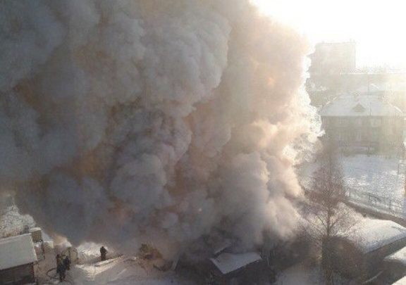 В Архангельске дом на улице Пушкина загорелся во второй раз за три дня