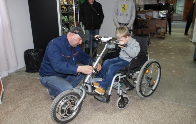 Челябинские школьники увеличили скорость инвалидной коляски до 20 км/ч