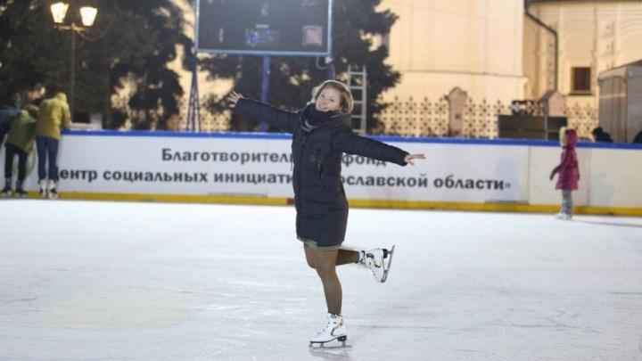 На Советской площади открылся главный каток: какой лёд и сколько стоит прокат