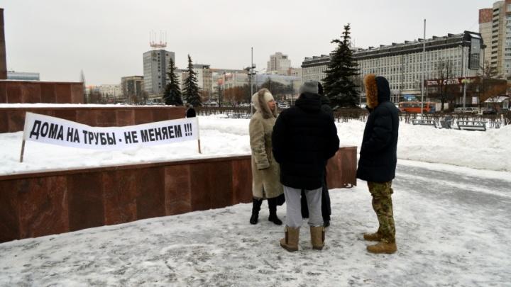 «Мой участок в Перми теперь стоит всего 780 рублей»: жители Запруда устроили пикет в центре Перми