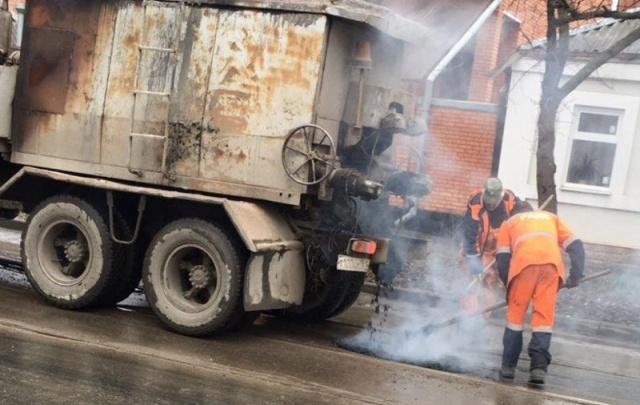 В Ростове на «струйный» ремонт дорог потратят еще 7,5 млн рублей