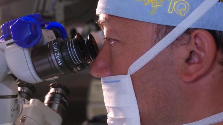 Всемирно известный офтальмохирург будет оперировать пациентов в Тюмени