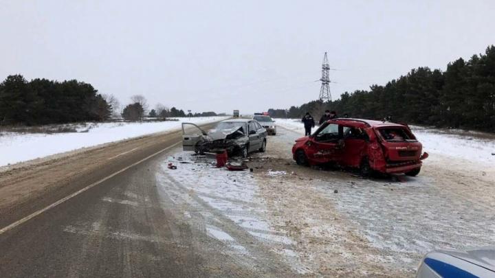 В страшной аварии под Волгоградом насмерть разбился ехавший из Ростова водитель