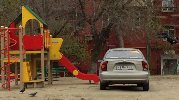 Я паркуюсь как ...: автохамы, лентяи и глава района