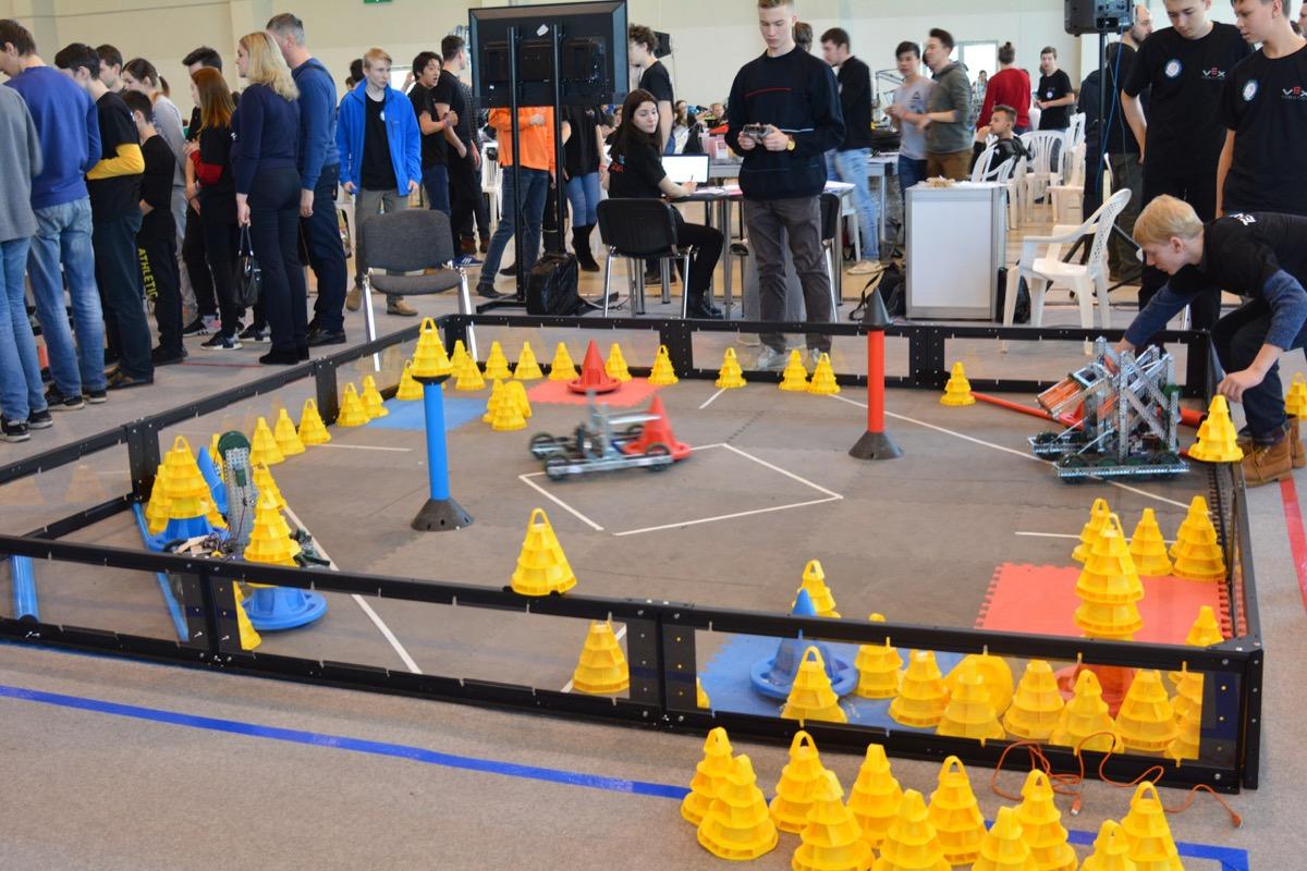 Эти роботы умеют складывать фишки