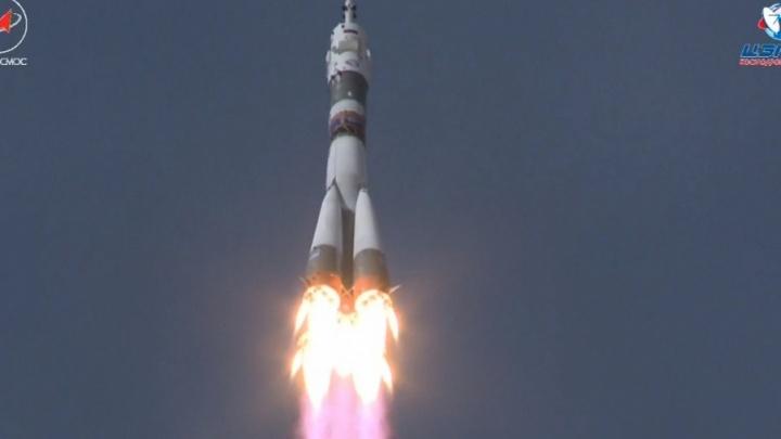 Самарская ракета вывела на орбиту корабль с космонавтами