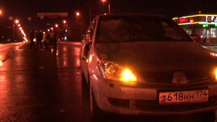 Челябинец сбил двух людей на ночном перекрестке