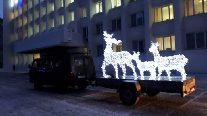 «Семью оленей» вернули на площадь перед администрацией Архангельска после ремонта
