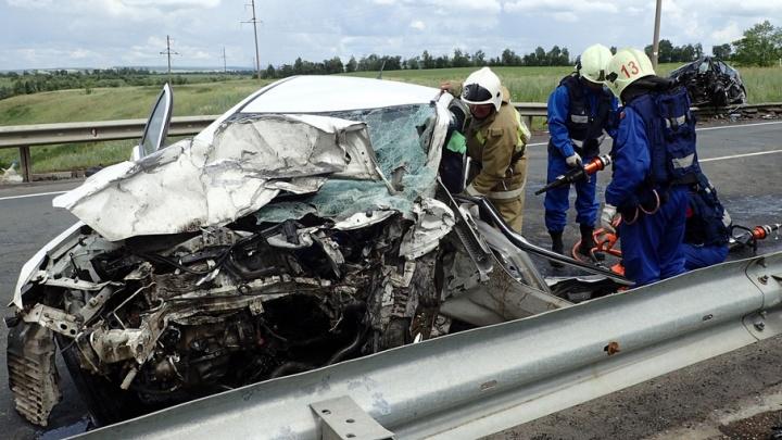 Появилось видео спасательной операции с места жуткого ДТП, в котором погибли трое