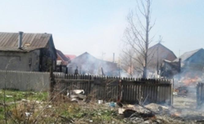 В Батайске 40 человек два часа тушили шесть зданий