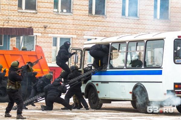 Со скоростью грома силовики атакуют автобус с террористами