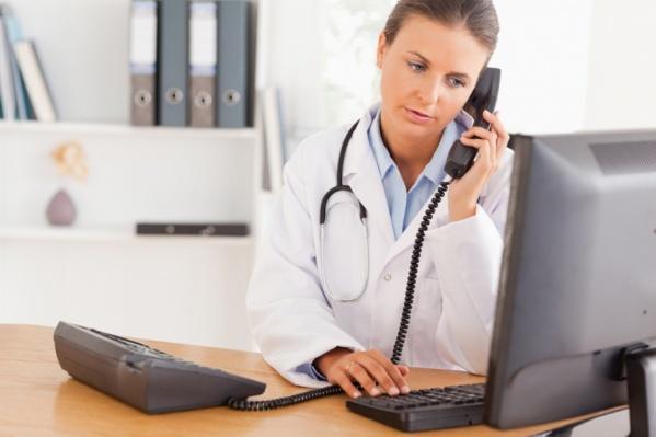 В процессе разговора оператору  доступна информация о предыдущих обращениях пациента и его основные данные
