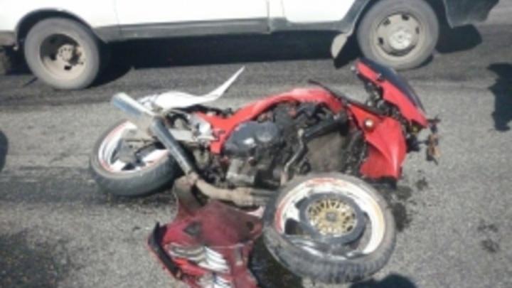 В Архангельске при столкновении с «Вольво» мотоцикл улетел в кювет