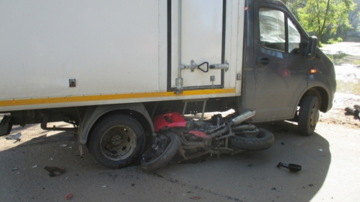 В Ярославле мотоциклист влетел под «газель»