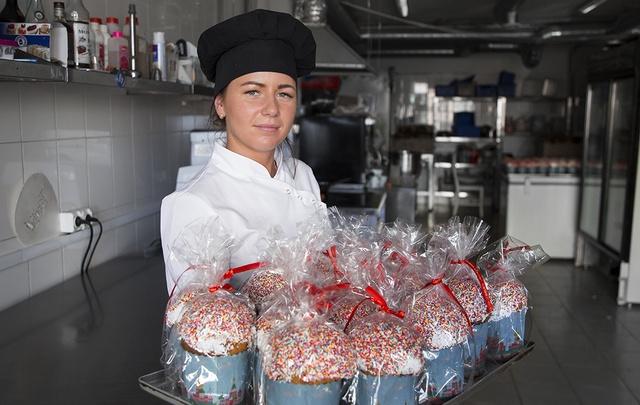 Изюм плюс хорошее настроение: как готовят куличи в Челябинске
