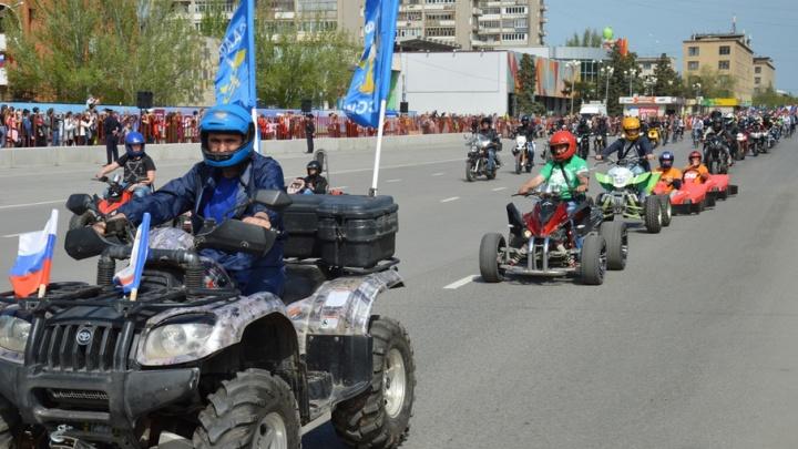 В Волжском прошел спортивный Первомай с поеданием шашлыка