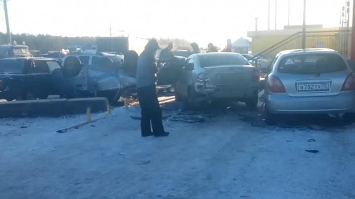 Водитель Daewoo Nexia, не имеющий прав, помял четыре автомобиля на парковке в Тюмени