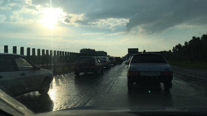 На выезде из Челябинска по трассе М-5 образовалась крупная пробка