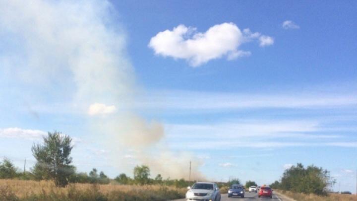 «Все заволокло дымом»: под Тольятти загорелись поля