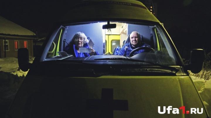 «Температура? Выезжаем!»: врачи уфимской скорой принимают роды и откачивают сердечников