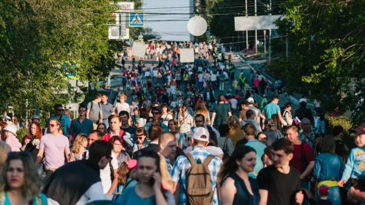 В День России перекроют подъезды к набережной и сократят работу станции метро «Алабинской»