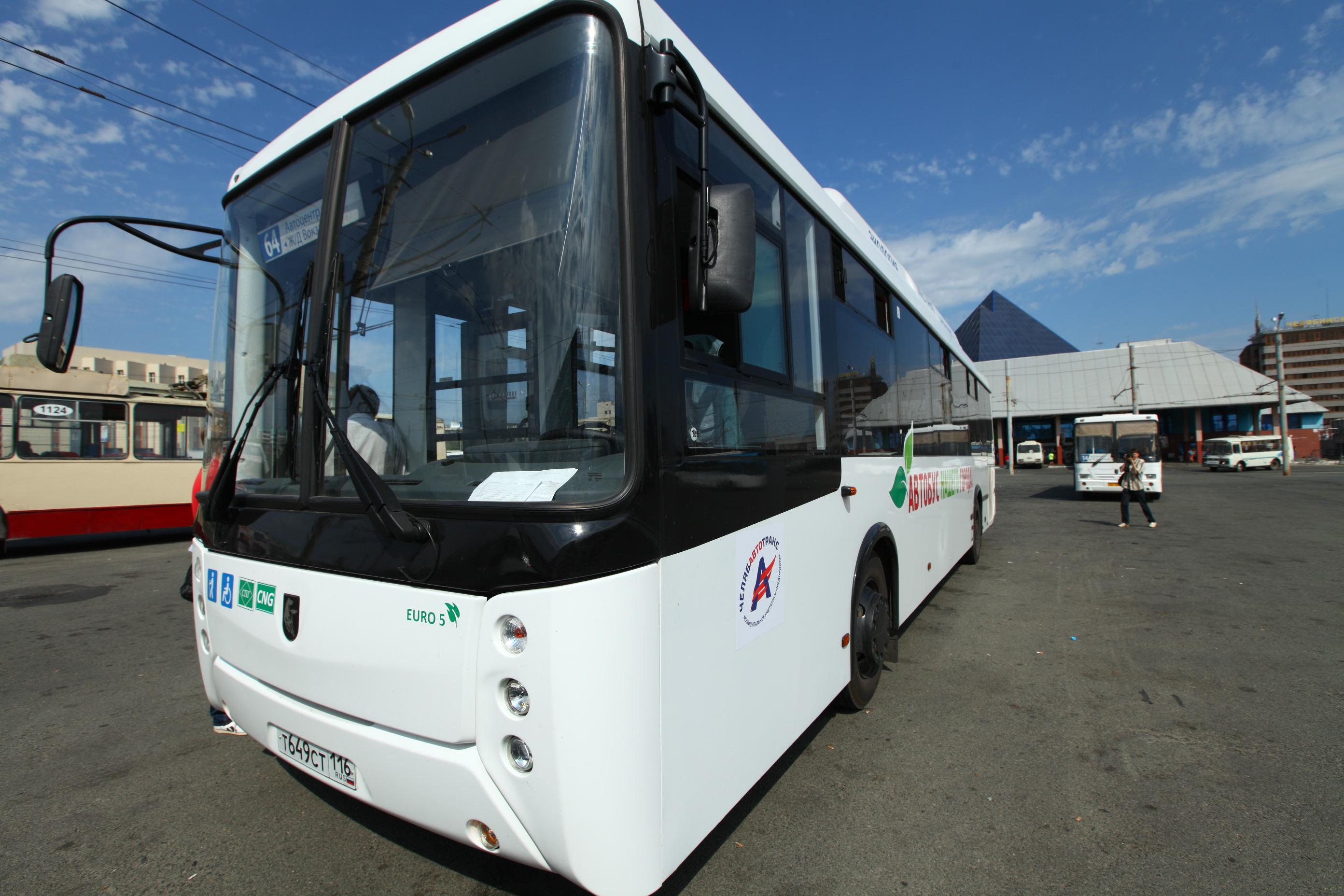 Пока основным потребителем метана является коммерческий транспорт. Так, автобусы на сжатом газе не первый год эксплуатируются в Челябинске