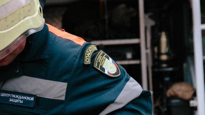 Перекусили дужку, чтобы освободить голову: в Тольятти девочка застряла в коляске