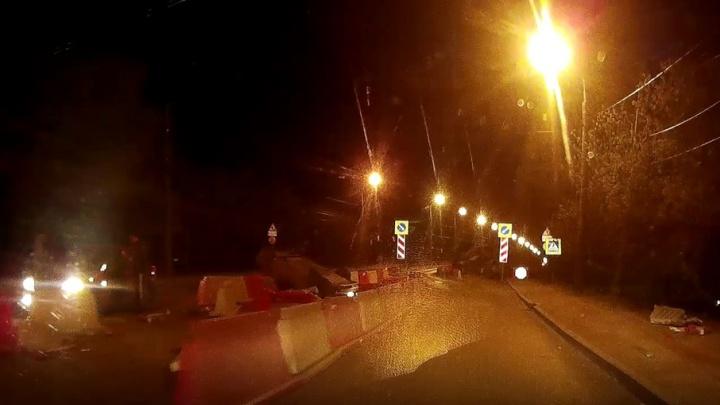 Ночное ДТП в Самаре: на Южном мосту перевернулась вазовская легковушка
