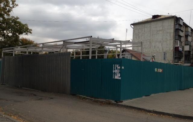 Что за забором? Челябинцы пожаловались на непонятную стройку по улице Гагарина